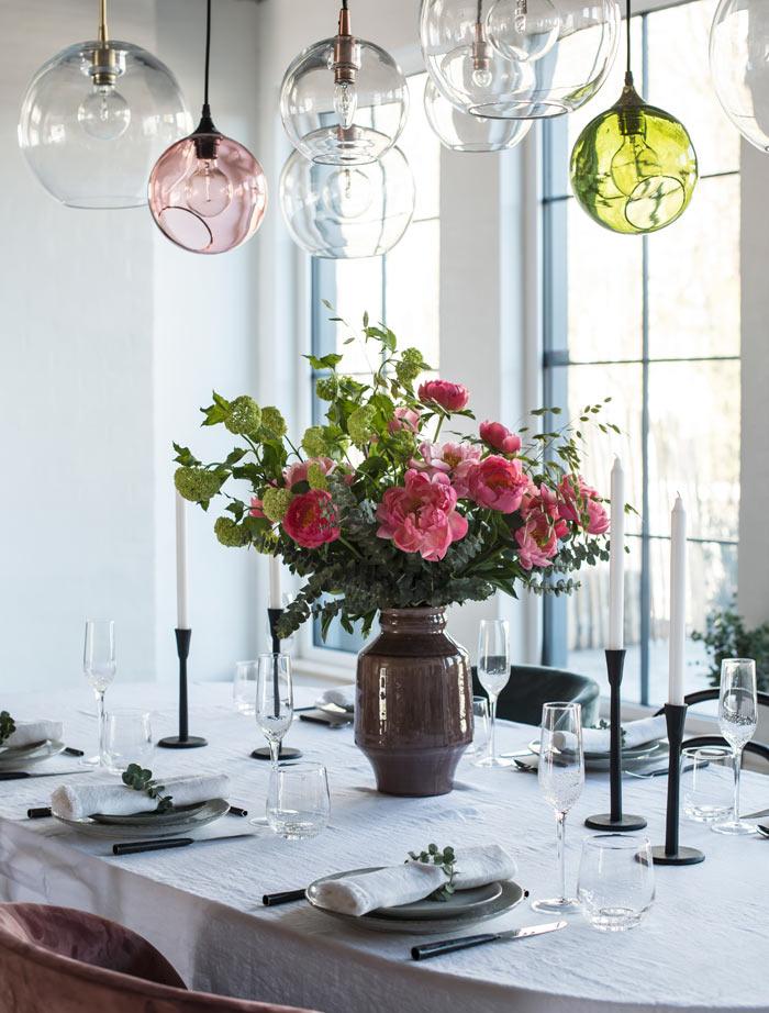 floriss-borddekking-festbord-stor-peonbukett-bugner.jpg