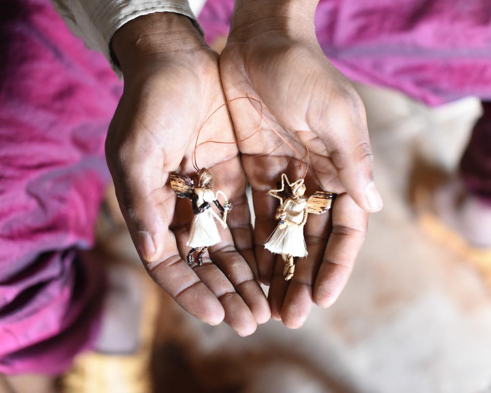 floriss-frelsesarmeen-handlagde-engler-med-snor.jpg