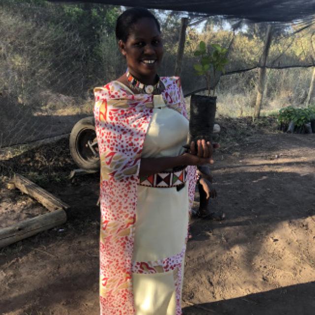 kjop-et-tre-plant-et-tre-masai-kvinne.jpg