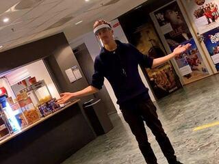 Kinosjef Martin Øsmundset ønsker velkommen til en trygg kinoopplevelse