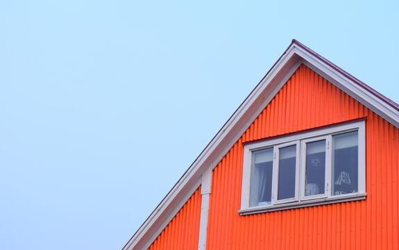 Det er taksten på eiendommen din som avgjør hvor mye du skal betale i eiendomsskatt. De fleste eiendommer har fått vedtatt boligverdi fra Skatteetaten. Denne vil være grunnlag for taksten for de fleste. Du finner boligverdien i skattemeldingen for 2019.   Eiendommer og boliger som ikke har fått vedtatt boligverdi av Skatteetaten, vil bli taksert ved utvendig befaring innen 1. april 2021.