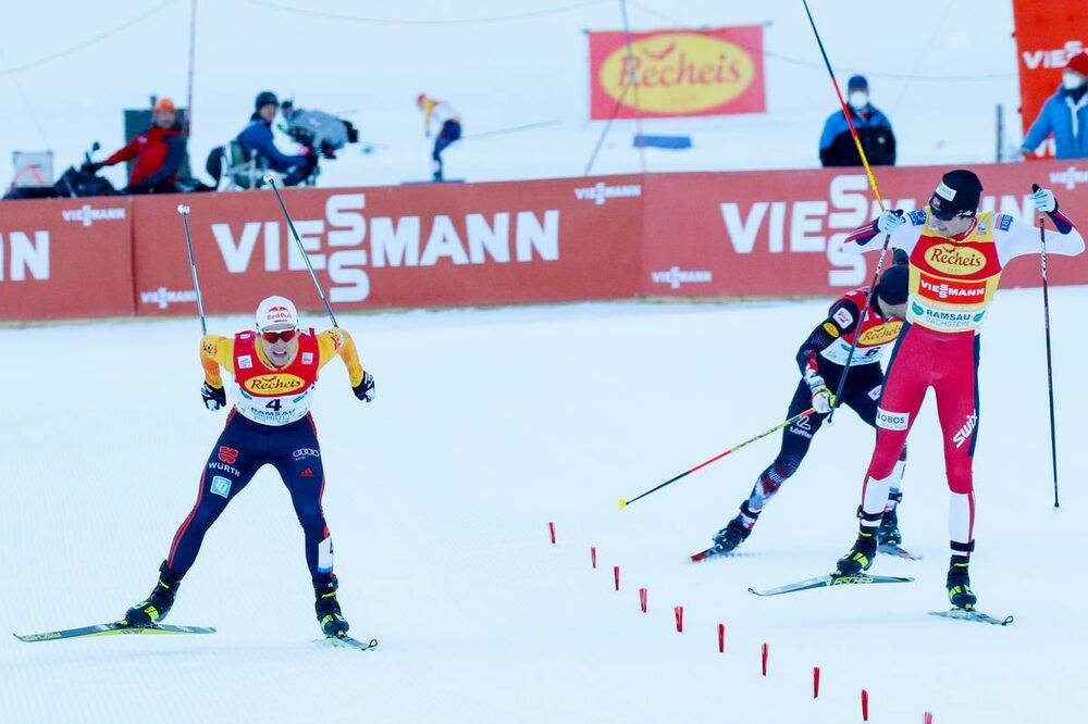19.12.2020, Ramsau, Austria (AUT):Vinzenz Geiger (GER), Jarl Magnus Riiber (NOR) (l-r)  - FIS world cup nordic combined men, individual gundersen HS98/10km, Ramsau (AUT). www.nordicfocus.com. © Volk/NordicFocus. Every downloaded picture is fee-liable.