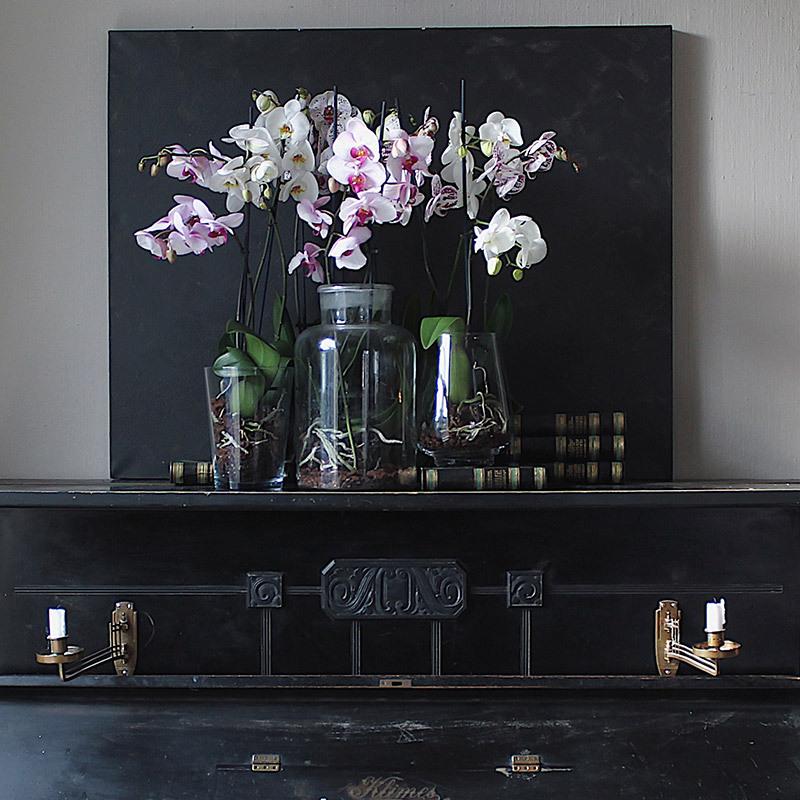 eksotisk-nyttaar-med-phalaenopsis-orkide-i-vaser-piano.jpg
