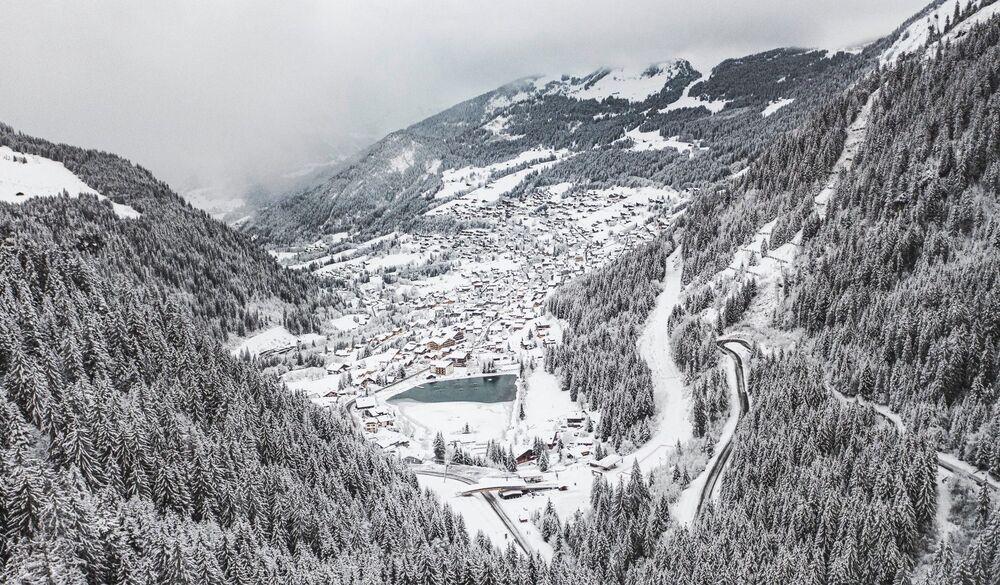 Photo : Chatel et la frontière Suisse toute proche