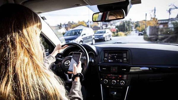 2021-01-01 NAF Advarer mobiltelefon i bil