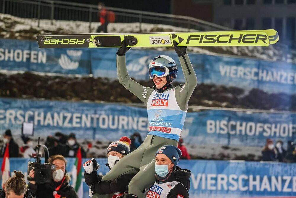 06.01.2021, Bischofshofen, Austria (AUT):Dawid Kubacki (POL), Kamil Stoch (POL), Piotr Zyla (POL), (l-r) - FIS world cup ski jumping men, four hills tournament, individual HS142, Bischofshofen (AUT). www.nordicfocus.com. © EXPA/Tadeusz Mieczynski/Nordic