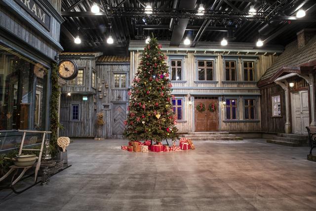 Juletre på torget i bygda.jpg