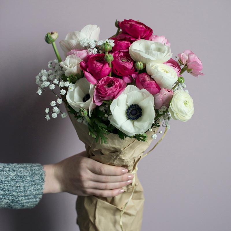 floriss-vakre-vaarblomster-anemoner-ranunkler-brudesloer.jpg