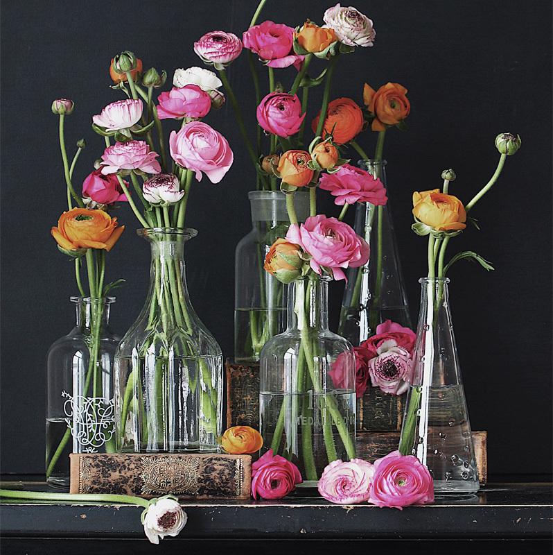 floriss-vakre-vaarblomster-ranukler-i-glass.jpg