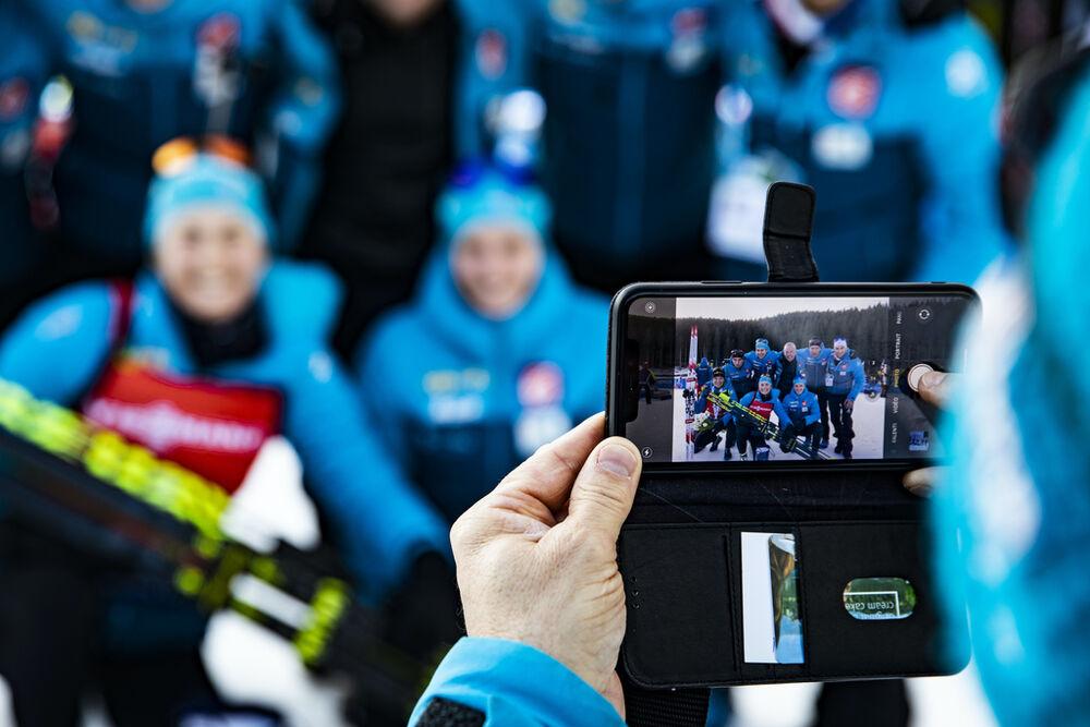 26.01.2020, Pokljuka, Slovenia (SLO):Anais Bescond (FRA), Justine Braisaz (FRA), Julia Simon (FRA), (l-r) -  IBU world cup biathlon, mass women, Pokljuka (SLO). www.nordicfocus.com. © Manzoni/NordicFocus. Every downloaded picture is fee-liable.