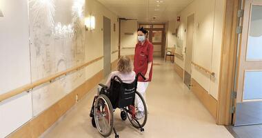 Besøksvert Maritza ved Moer sykehjem. Foto: Moer sykehjem