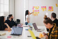 Det 1. av 7. tips fra artikkelforfatteren: Sett deg inn i problemstillingene og bakgrunnen for prosjektet.Prosjekteier og brukere besitter unik kunnskap om egen virksomhet. Denne kunnskapen må fram, systematiseres og formidles. Foto: You X Ventures / Unsplash