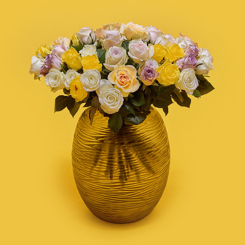 floriss-kundeklubb-rosekort-roser-i-vase-gul-hvit-rosa.jpg