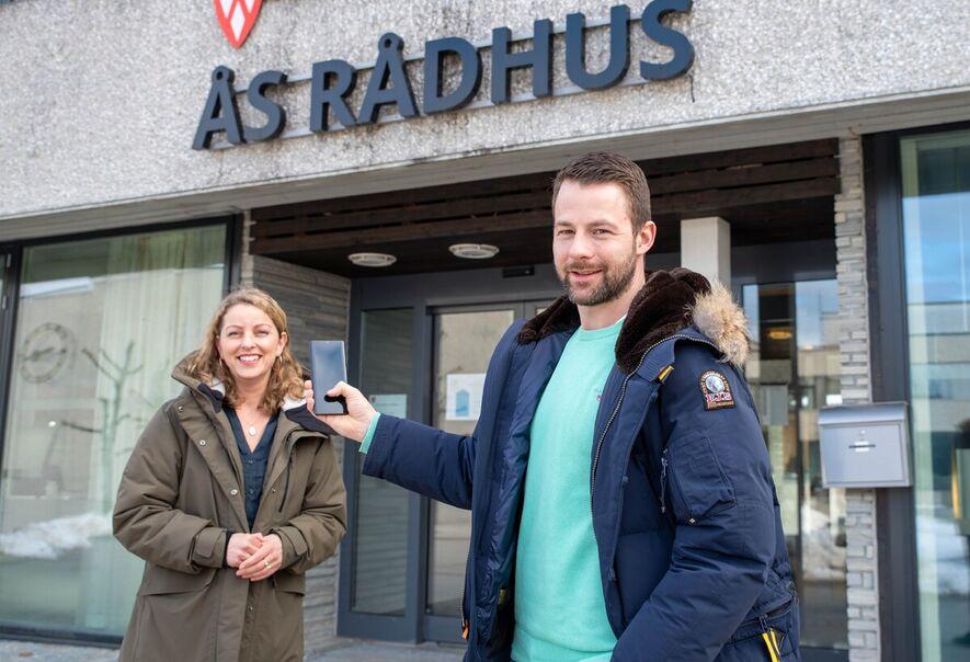 Foto av virksomhetsleder Monica Berge-Tukh og enhetsleder Kim Bjørnar Christophersen