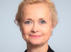 – Generasjonsskillene er en av utfordringene som krever bevissthet fra ledelsens side, sier Lise Hammergren. - Arbeidstakere som har vært lenge i jobb, har med seg erfaring som er veldig verdt å ta vare på. De har også ferdigheter, og mest sannsynligvis også egenskaper, som vi ikke bør glemme. Utfordringen blir å få alle med seg til å tilegne seg nye kunnskaper og lære seg nye måter å jobbe på. Foto:BI.