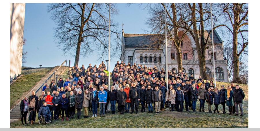 Ansatte i Etat for bygg og eiendom samlet i Lykkebergparken i Fredrikstad kommune. Foto: Fredrikstad kommune