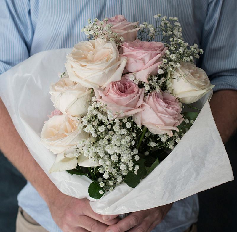 Nordisk blomsterbukett med brudeslør og eukalyptus