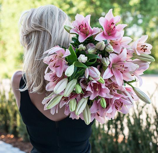 liljer-er-snittblomstenes-ballerina-vakre-i-alle-farger-og-oppsatser.jpg