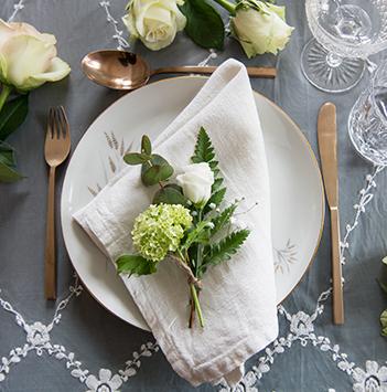 borddekking-kuvert-roser-festroser-floriss.jpg