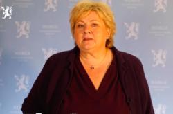Statsminister Erna Solberg sa i sin innledning at Regjeringens tilslutning til FNs bærekraftsmål om å utrydde fattigdom, bekjempe ulikhet og stoppe klimaendringene innen 2030, representer nye utfordringer for offentlig sektor. Foto: Fra åpningstalen på konferansen