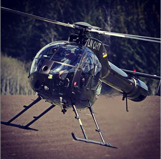 Hører du helikopter som flyr lavt over Ås disse ukene, kan det være Elvia som er ute og inspiserer høyspenningsnettet. Foto: Elvia.