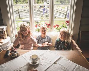 Tre barn i Prøysenstua
