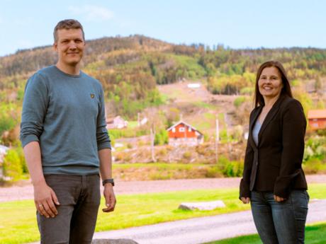 Kjetil G. Lundemoen og Vibeke Hillestrøm fra ledelsen i utdannings- og barnehageetaten i Modum kommune.