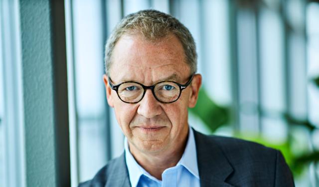 Idar Kreutzer, administrerende direktør i Finans Norge holder avslutningsforedraget på Servicekonferansen 2021. Foto: Kilian Munch