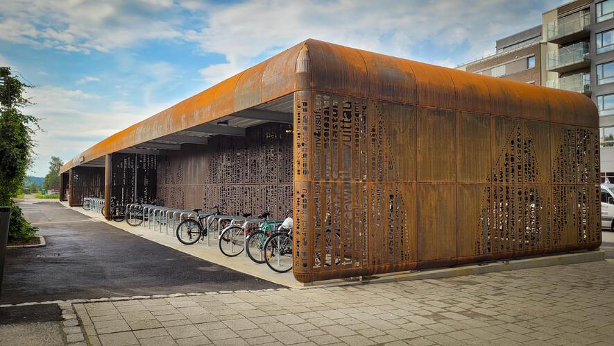 Sykkelhotellet ble åpnet 1. juli og har plass til 382 sykler totalt. Foto: Ås kommune/Ellen M. Ceeberg.