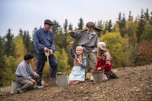 Scener fra Vestbyfunnet spilt av lokale skuespillere