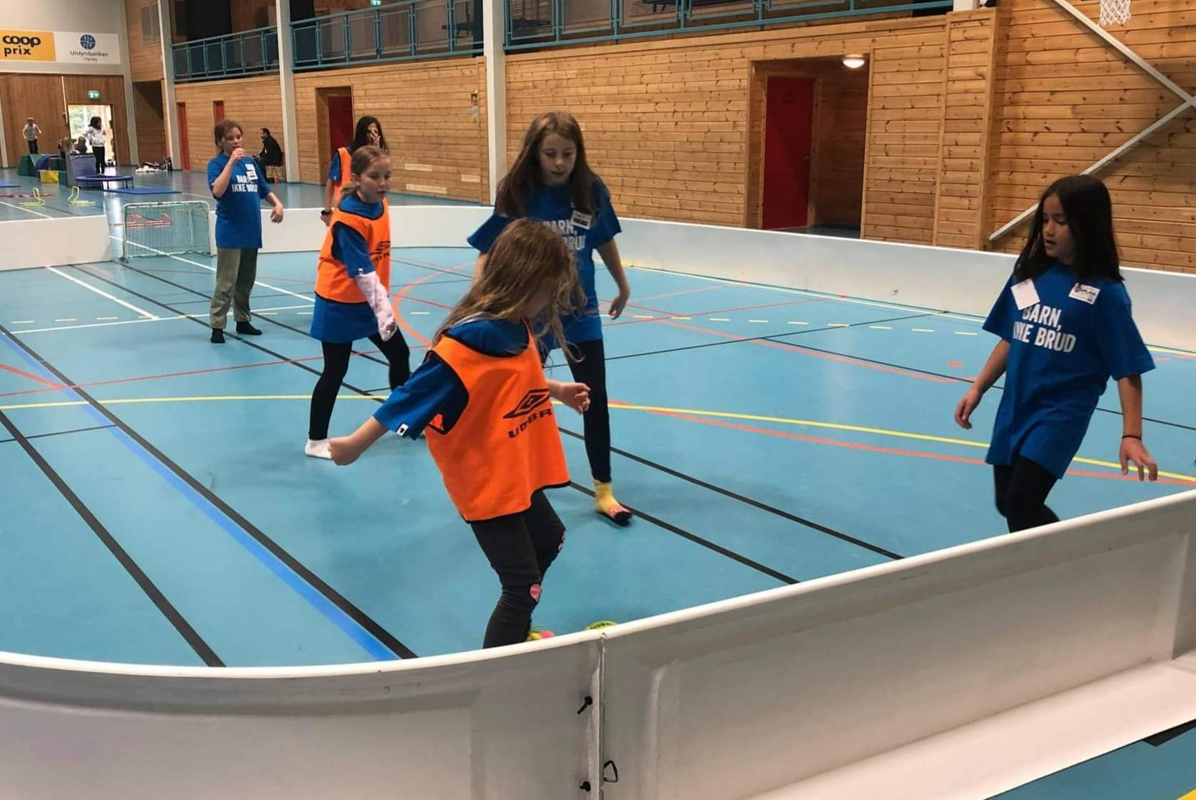 Lekedag i Herøyhallen_Fotball