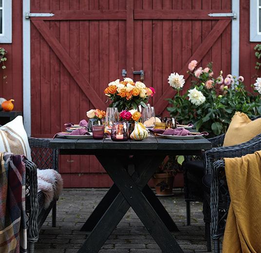 slik-pynter-du-hoestbordet-med-vakre-roser-1.jpg