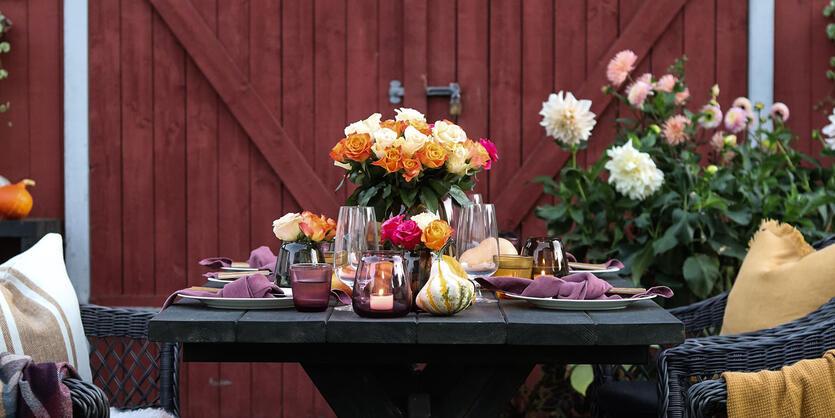 Slik pynter du høstbordet<br/> med vakre roser